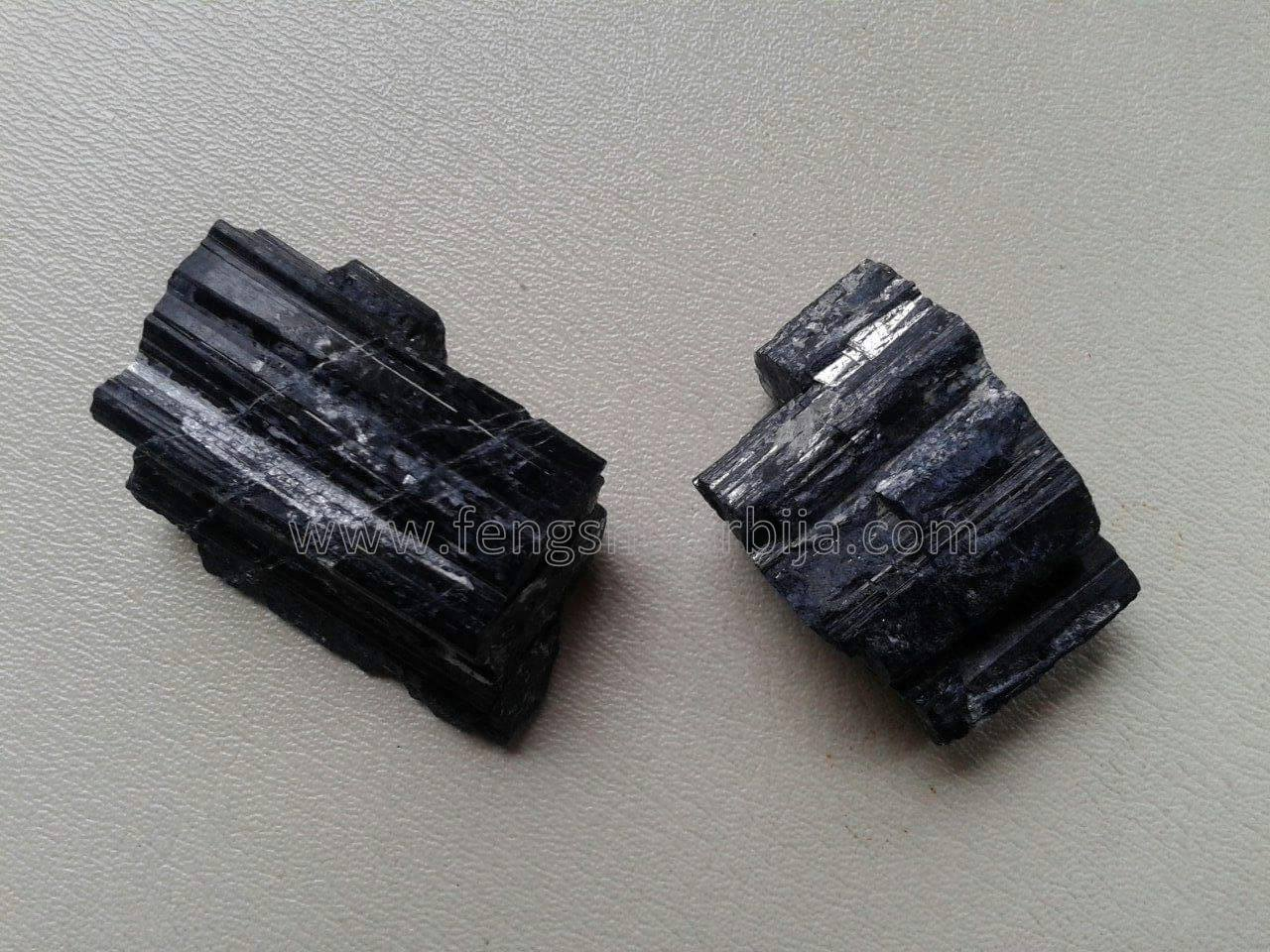 crni-turmalin-komad